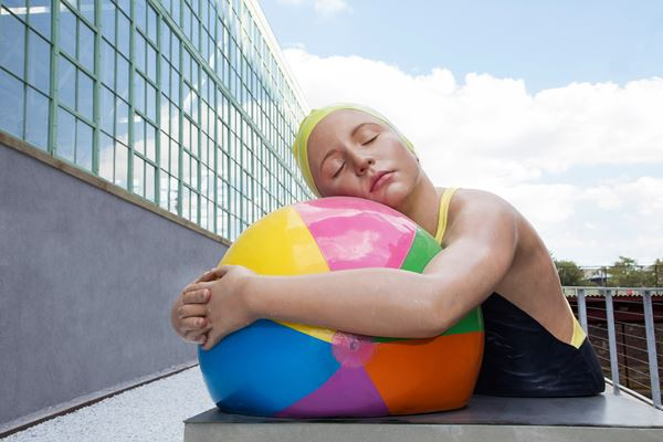 Carole A. FEUERMAN_Monumental Brook with Beach Ball_Lacquer on Resin_107x153x115cm_ed.3_2011