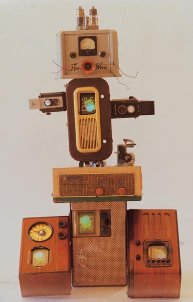 NamJune PAIK_Techono Boy II_Antique Radios, Antique 6 TVs, Antique Camera, LCD Monitors_117x46x63cm_2000