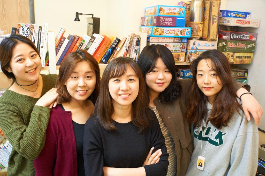 포도트리 마케팅 팀 / (이미지 가운데) 류정혜 CMO