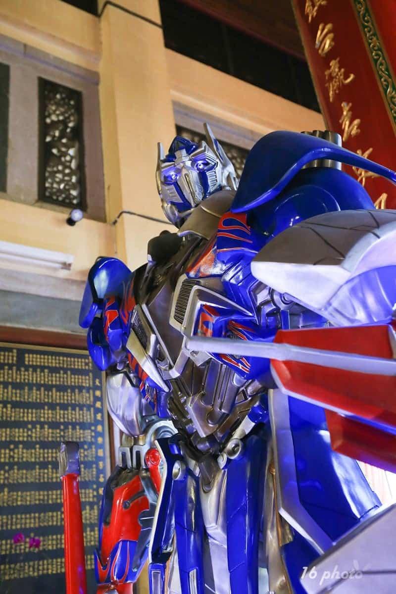 A-Tainan-Guanmiao-Iron-Man-11