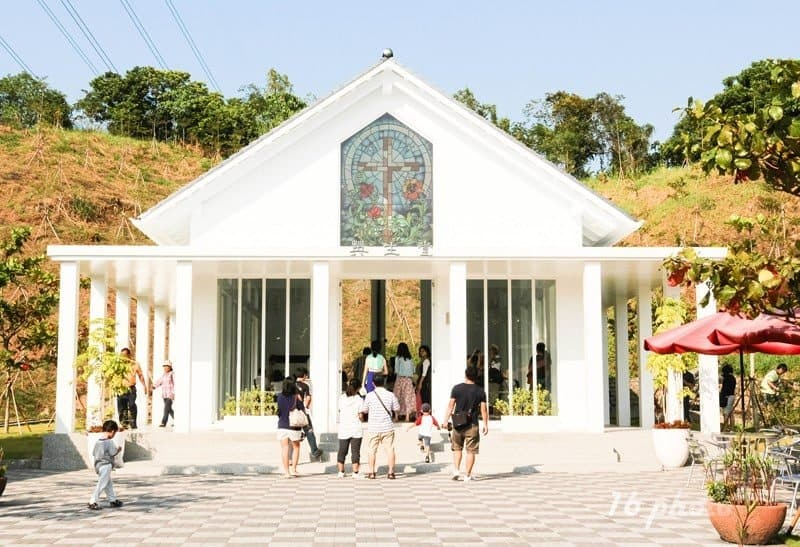 A-Tainan-Yujing-White-Church-24