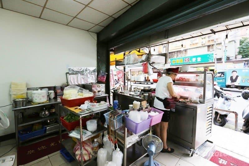 zhonghe-Seafood-noodle-Shop-6