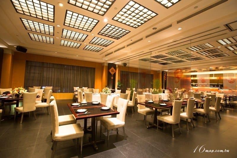 fourpoints-red-restaurant-1