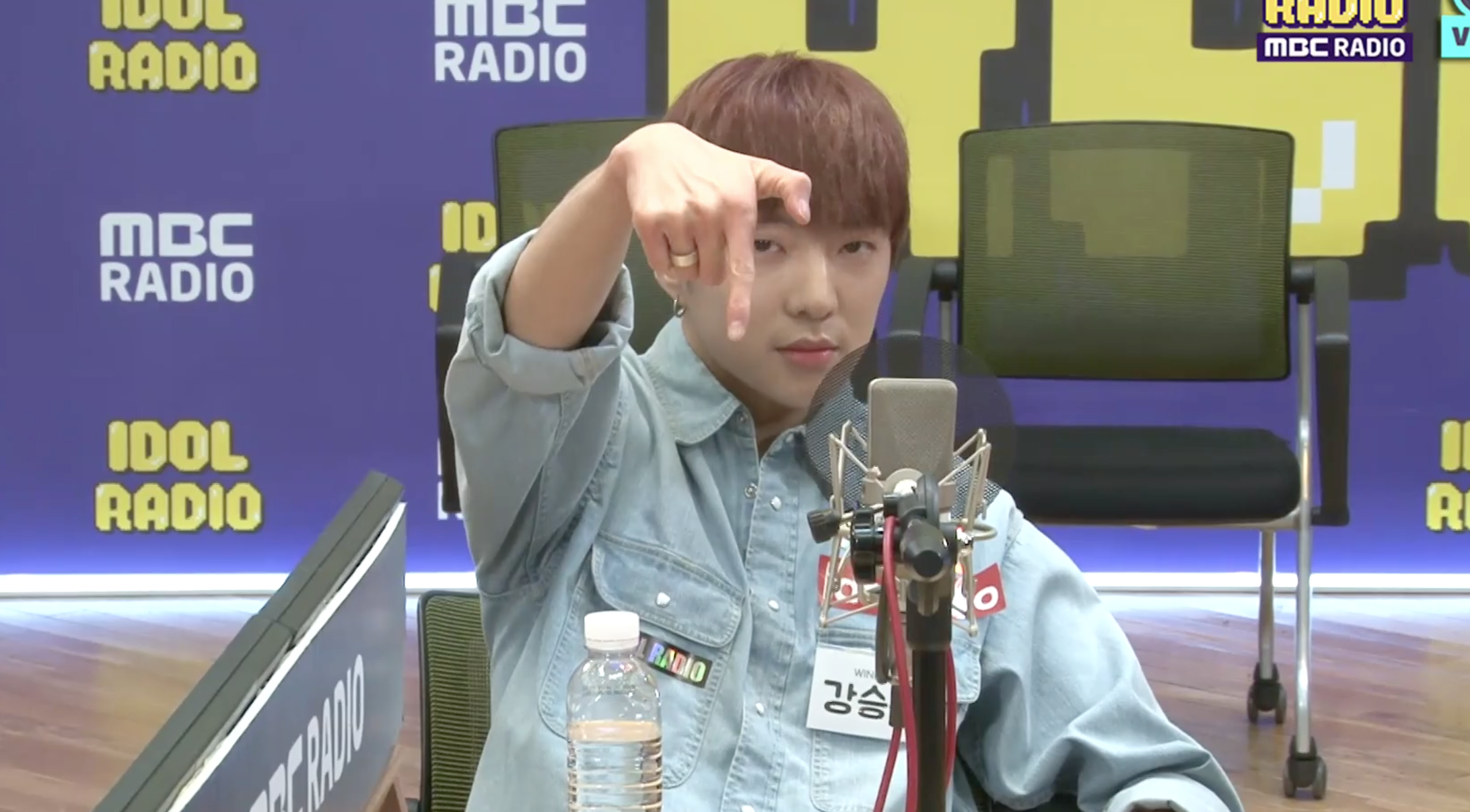 WINNER's Seungyoon was Seen Cutely Doing the Sign for GOT7 when