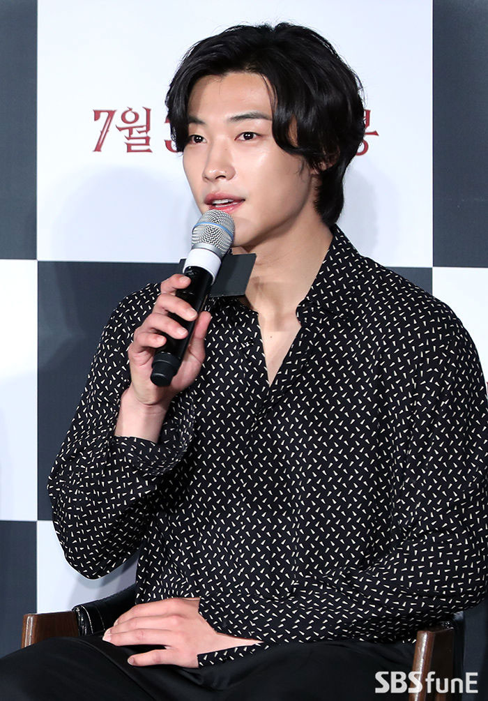 K Star 5 Korean Actor Looking Good With The Semi Long