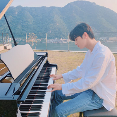 [K-Star]: ASTRO's Cha Eun Woo Playing 'River Flows in You' Beside The River
