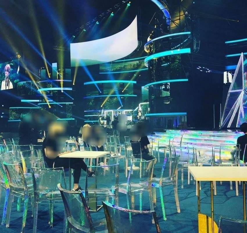 Netizens Make a Joke of Mnet Allegedly Uses Chairs from