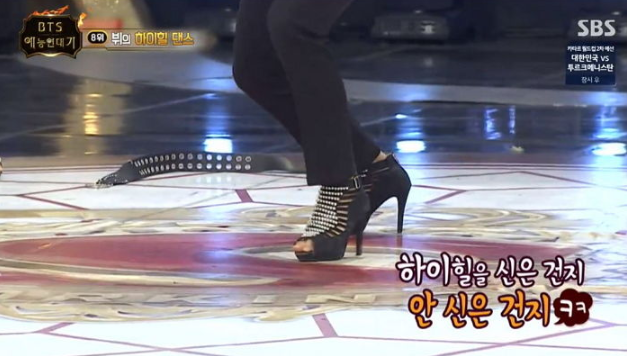 V BTS menari dengan high heels setinggi 12 cm