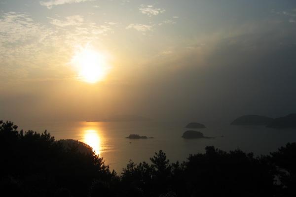 황금빛 넘실거리는 바다가 멋진 통영 달아공원