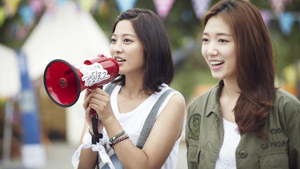 참가자와 대화하고 있는 박신혜와 박세영.