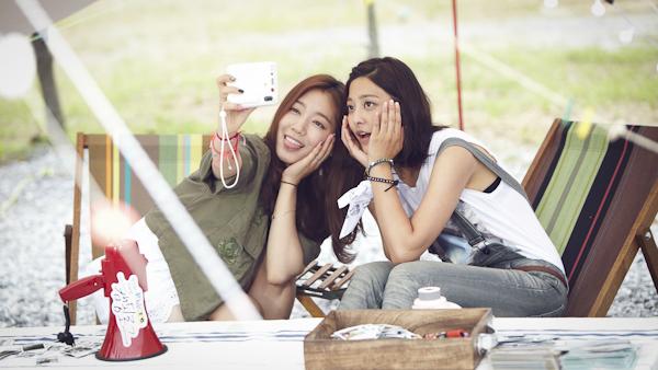 박신혜힘께 인스탁스를 찍고 있는 박신혜와 박세영.