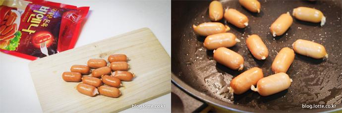 비엔나 소시지에 칼집을 넣어 잘 벌어지도록 굽습니다