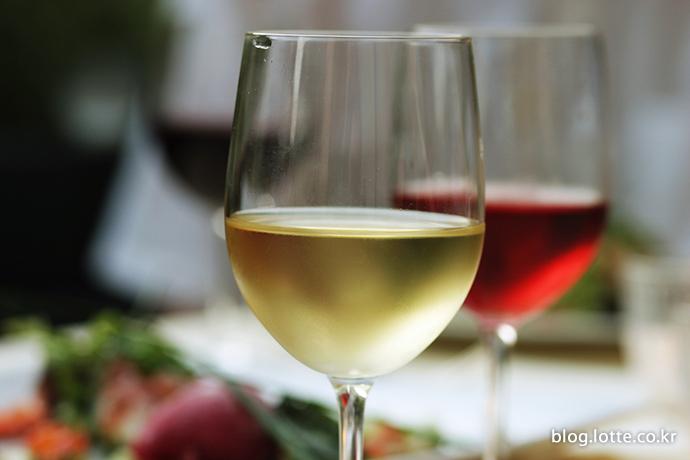 화이트 와인과 레드 와인, 어떤 것을 먼저 마셔야 할까?