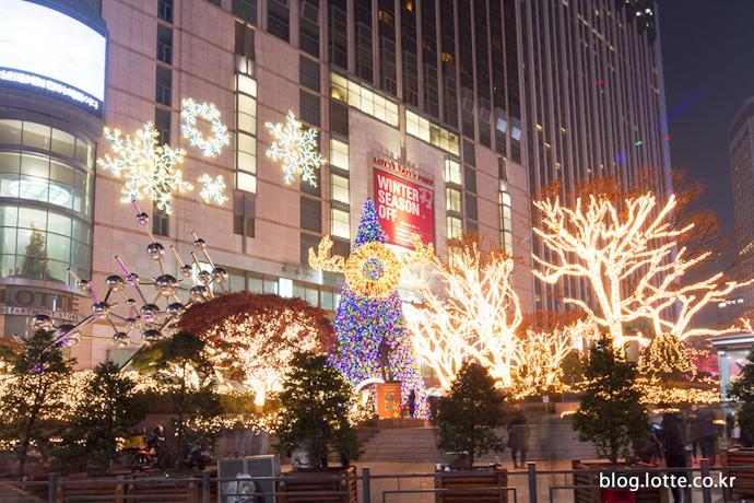 매년 색다른 디자인으로 선보이는 대형 크리스마스 트리
