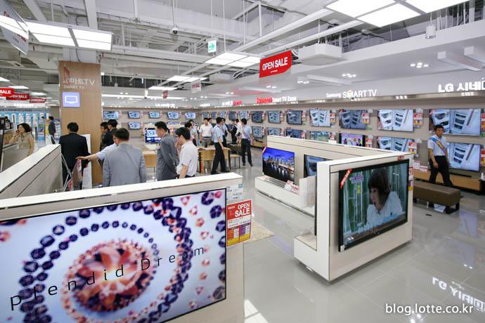 하이마트에 전시돼 있는 TV 제품들