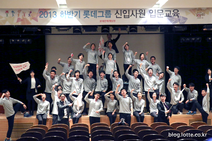 신입사원들의 열정 퍼포먼스