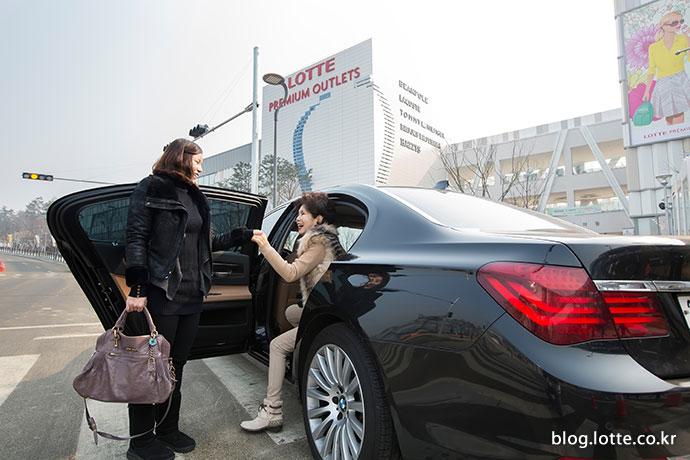 롯데가 준비한 차량에서 내리는 조승아&김옥련 모녀