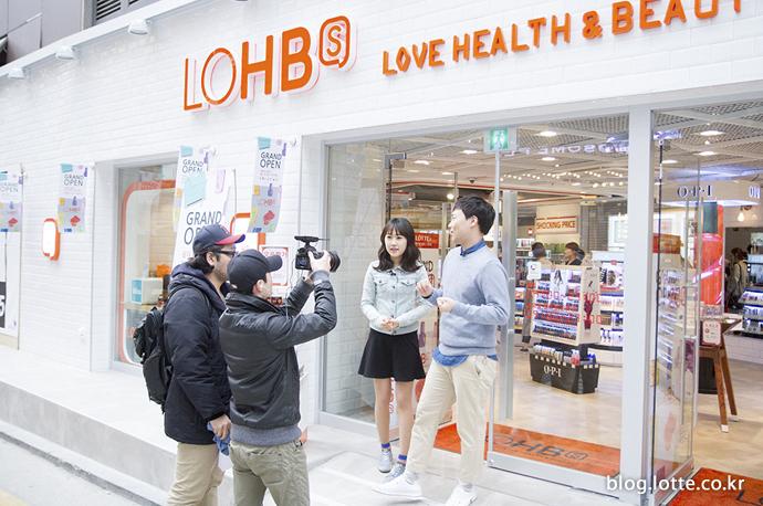 플레저 뉴스 촬영을 마무리 하는 개그맨 이상준과 소셜팬 김소희
