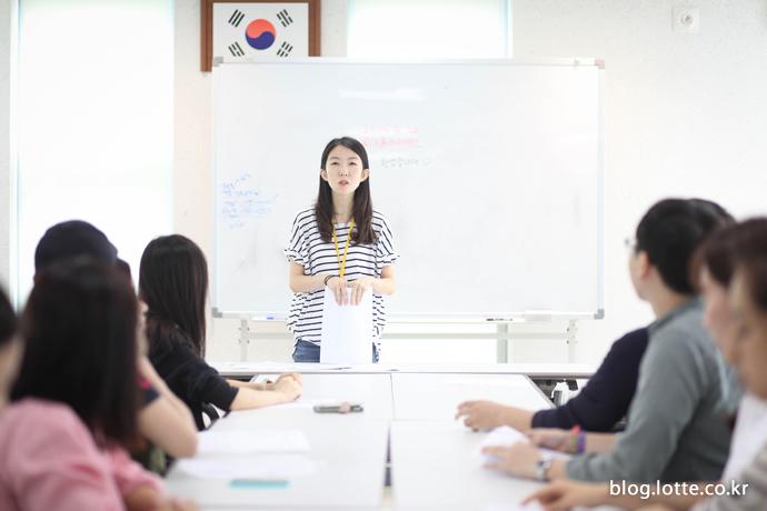 소아암에 대해 설명하는 한국백혈병어린이재단 이나연 팀장