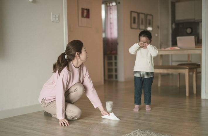 [시민에세이⑧] 엄마의 반성문
