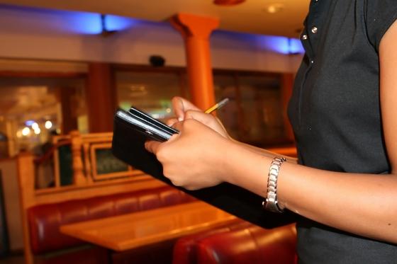 서버에게 중요한 것은 동료와 고객의 마음을 함께 살피는 것이다. [사진 pixabay]