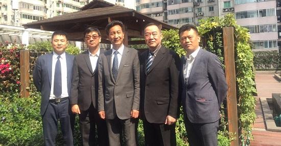 Photo with President of Weichuan Beauty Salon Association Li Weicheng