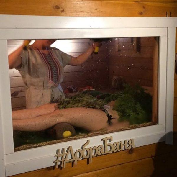 Чемпионат по парению. В Ялуторовске есть потрясающая ДобраБаня, с уникальной печкой: пар очень мягкий, обволакивающий, совсем не обжигает. Мне очень понравилось наблюдать за процессом парения единственной банщицы Катерины Соловей. Это потрясающей красоты действо: почти театральное представление, только с заботой и любовью! В общем, чемпионат -